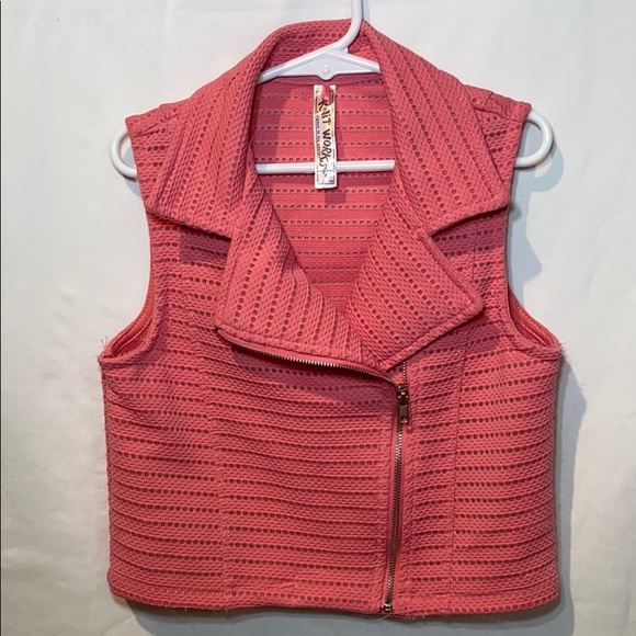 Knitworks Other - Knit works Coral Little Girls Vest, Coral size 8